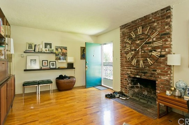 10526 Moorpark St., Fireplace