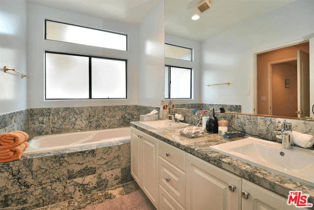 11847 Laurelwood Dr., #307, Bathroom